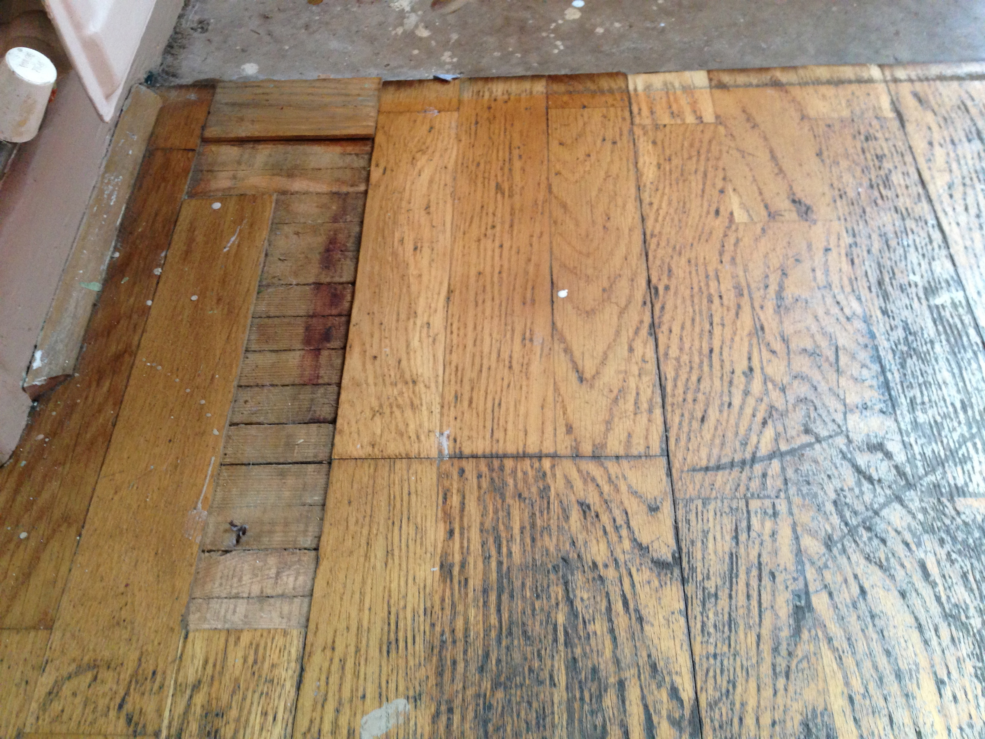 Oak laminate floor with missing laminate wood strips