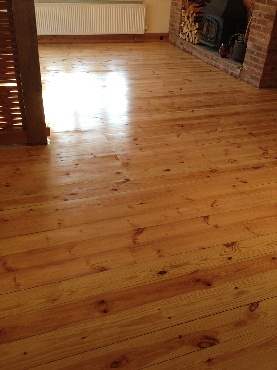 Kitchen pine floor clear lacquered